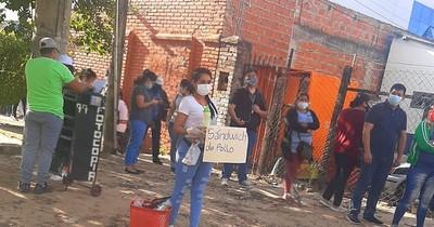 La Nación / Critican a periodista boliviana por vender sándwiches y su respuesta se viraliza