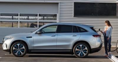 La Nación / Daimler prevé pasar a vehículos completamente eléctricos para 2030