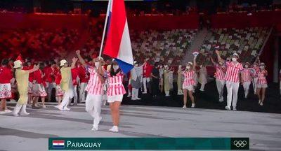Pintoresco desfile de la delegación paraguaya en Tokio 2020