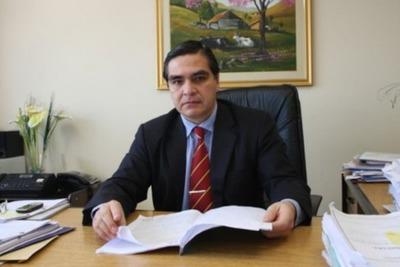 No corresponde dictar rebeldía de Díaz Verón, dice juez