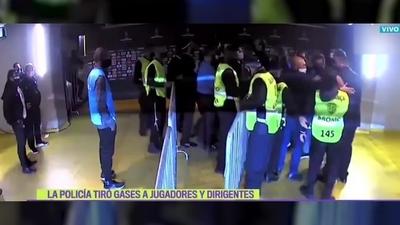 Patadas, botellazos y gases lacrimógenos tras la eliminación de Boca Juniors ante Atlético Mineiro