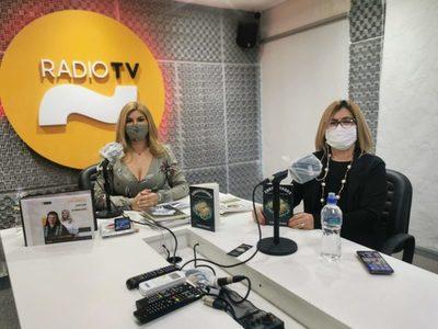 Carmen Cáceres presenta su nuevo libro 'Abracadabra'