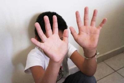 Por supuesto maltrato infantil detienen a mujer y a sus dos hijos en Limpio