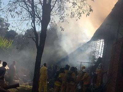 Voraz incendio se registró en una yerbatera ubicada en la ciudad de Edelira