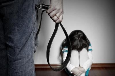 Jueza decreta prisión para la tía y el primo de las niñas victimas de maltrato en Limpio