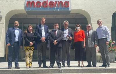 Gobierno firma contrato por dos millones de dosis con laboratorio Moderna