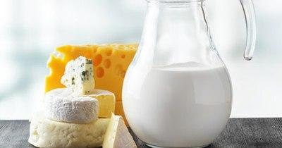 La Nación / Anuncian suba del precio de la leche desde agosto y podría ser entre G. 150 y G. 200 por litro