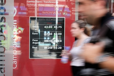Tasas bajas y un dólar barato marcan la economía mundial, dice experto uruguayo