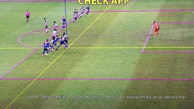 El VAR anula el gol por interferencia con el arquero