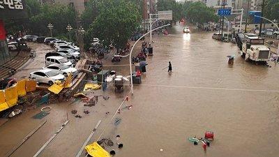 China: Al menos 16 muertos por las lluvias torrenciales que amenazan con romper una represa