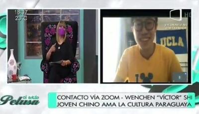 """Joven chino cantó """"Regalo de Amor"""" en """"Al Estilo Pelusa"""""""