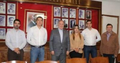 La Nación / Autoridades de la ANR recibieron a asesores políticos europeos que están de visita en Paraguay