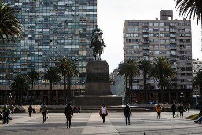Uruguay prevé abrir sus fronteras en septiembre y analiza ofrecer vacunas a los turistas