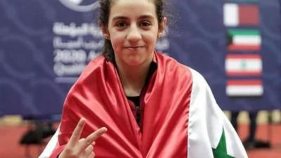 Hend Zaza, abanderada con 12 años
