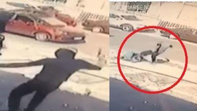 A patadas y plena luz del día, motochorros asaltaron a una joven