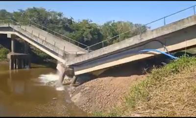 Video captó impactante colapso de puente vial en el Chaco