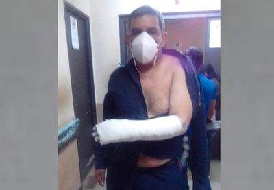 """Crónica / Funebrero tongueó a un """"seguridá"""" en la morgue"""