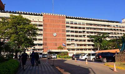 """IPS dice que """"solo"""" contrató a 18 abogados en medio de la peor crisis"""