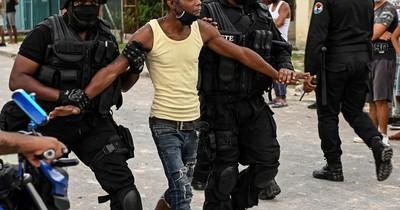 La Nación / El calvario de las familias de detenidos tras las protestas en Cuba