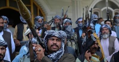 La Nación / Afganistán declara el toque de queda en la mayor parte del país