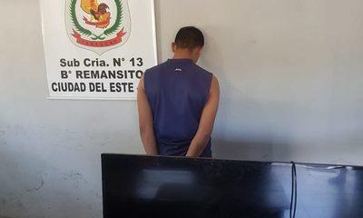 Detienen a joven que robó televisor a su vecina
