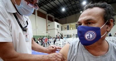 La Nación / Vacunación llegó a más de 1.800.000 personas