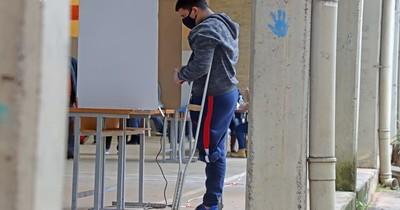 La Nación / TSJE aprueba que 386 electores accedan al voto en casa para las municipales