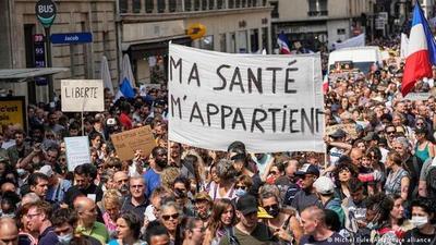 Protestan contra restricciones en Francia