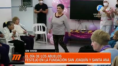 Con música y regalos celebraron Día de los Abuelos en fundación San Joaquín y Santa Ana