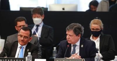 """La Nación / """"La pandemia nos dejó con los calzoncillos abajo"""", dijo el canciller a sus pares en la Celac"""