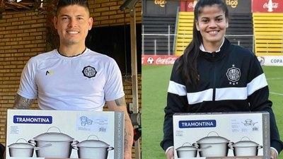 El fútbol no tiene género: Aguilar recibe el mismo premio que Bogarín