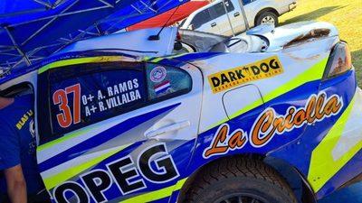 Blas Llano vuelca en el Rally de Bella Vista