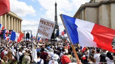 Miles protestan contra restricciones anticovid en Francia