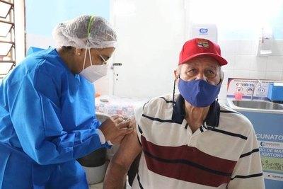 """Crónica / """"Cinco millones deben vacunarse"""", he'i doctora"""