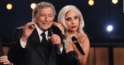 """La Nación / Harry anuncia su libro, """"Beniffer"""" in love, las canas brillan en galas y Lady Gaga y Tony se despiden"""