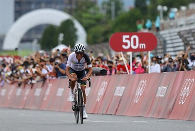 Crónica / Ciclista ecuatoriano gana el oro olímpico