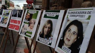 Escrachan a jueces y fiscales por dilatar casos de corrupción pública