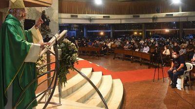 Cardenal compartió con ex alumnos y motivó a no perder la esperanza