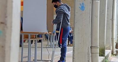 La Nación / Aprueban que 386 voten desde la casa