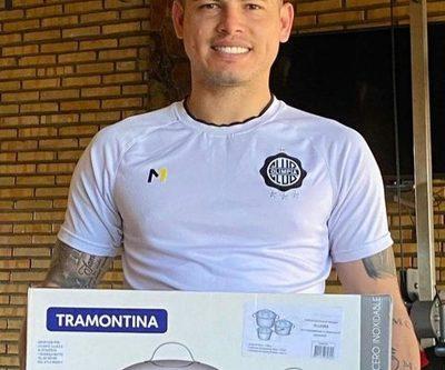 Aguilar también recibió ollas de regalo