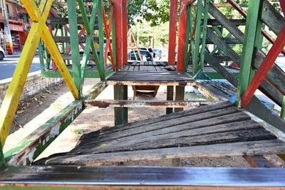 Niños no pueden disfrutar en las plazas destrozadas