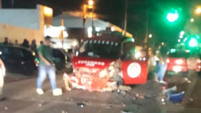 Dos heridos y un bombero golpeado tras dos accidentes en PJC