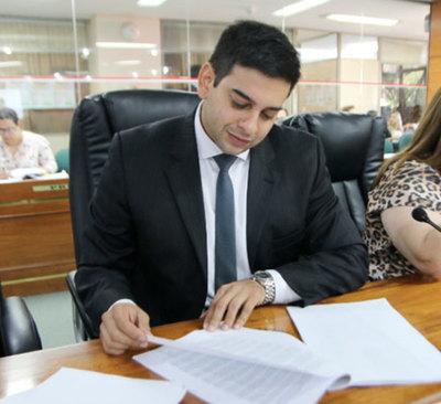 Concejal asunceno con informe de gestión