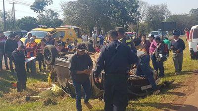 Joven sufre vuelco de vehículo en Ciudad del Este