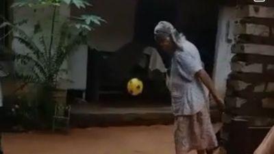 Doña Simeona, la guapa abuela futbolera de Areguá