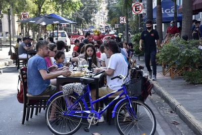 Analizan extender días para colocar mesas en calles, ante el éxito total