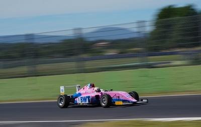 Fórmula 4: Joshua Duerksen finaliza séptimo en Imola