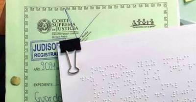 Juzgado imprime resolución judicial en braille
