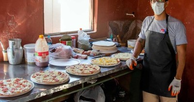 La Nación / Reo vende pizzas vía delivery desde Emboscada