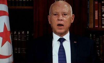 El presidente tunecino destituye al primer ministro y disuelve el parlamento